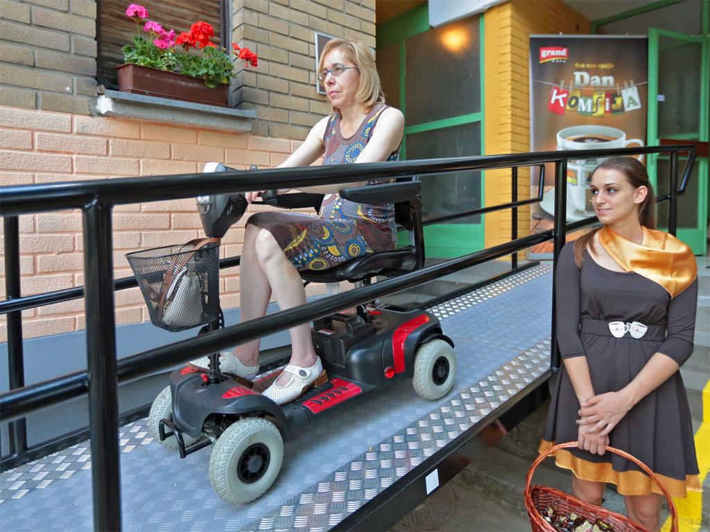 """""""Grand kafa"""" za komšije - Kompanija pomaže u izgradnji 5 rampi za osobe sa invaliditetom"""
