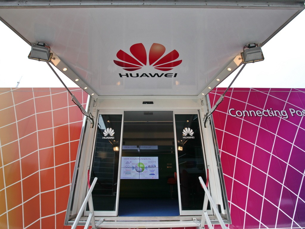 Leg einmal im Jahr das Smartphone zur Seite - Humanitäre Kampagne von Huawei zu Weihnachten