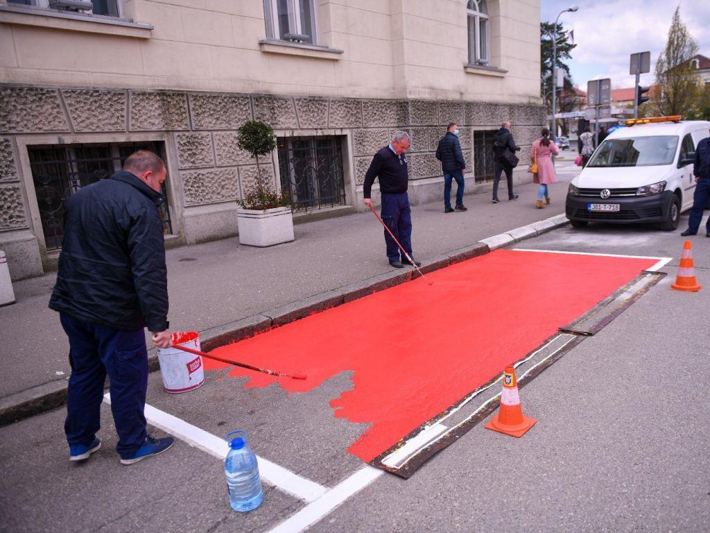 """Počelo označavanje """"humanih"""" parking mjesta u Banjaluci"""