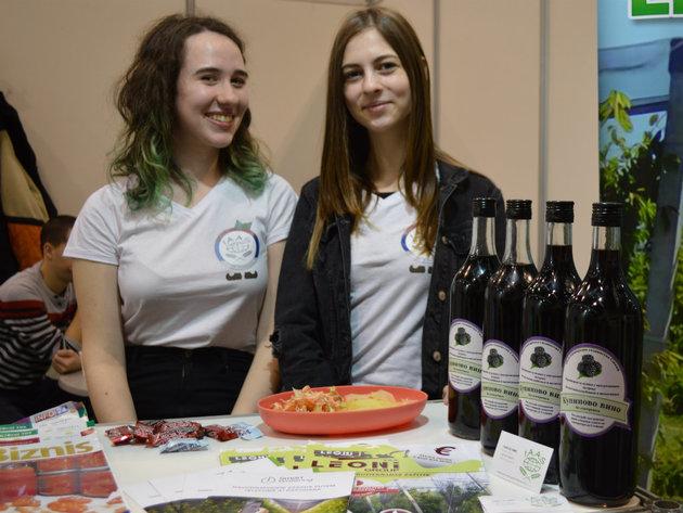 IAAS pomaže studentima da se na sajmovima upoznaju sa aktuelnostima, sklope kontakte i usmere svoje dalje obrazovanje (FOTO)