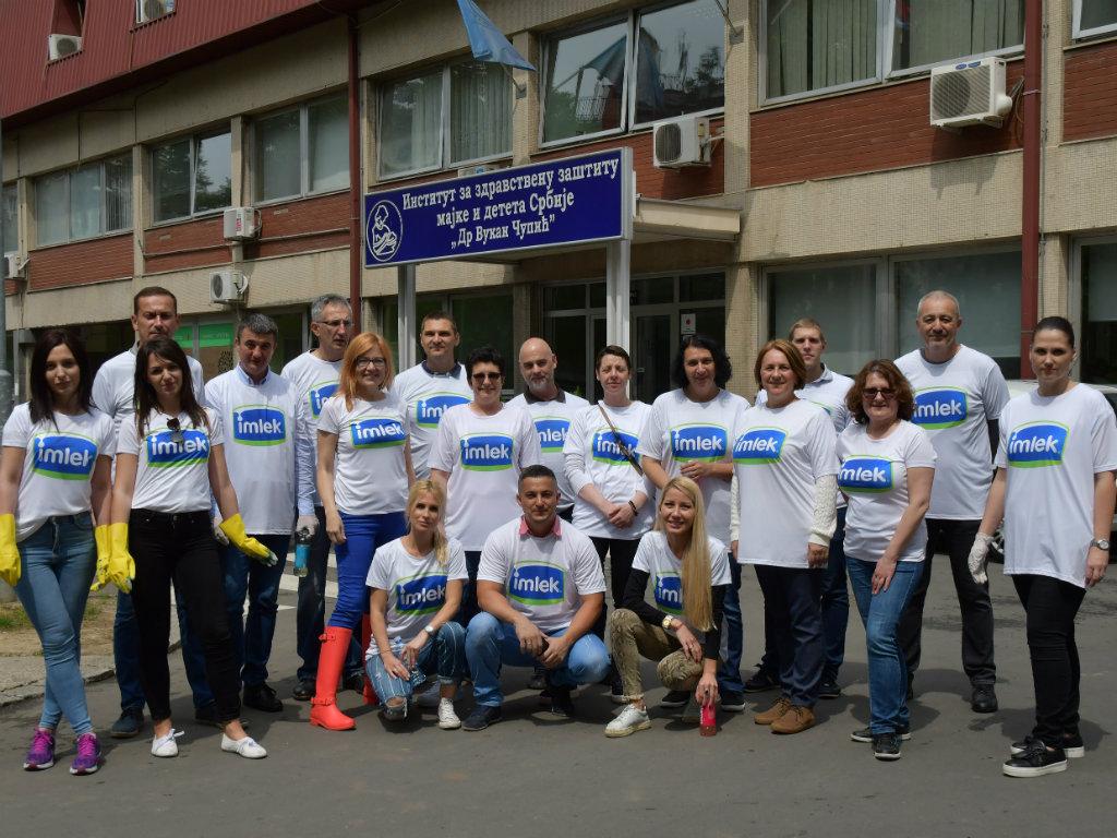 Zaposleni u Imleku uredili dvorište Instituta za majku i dete u Beogradu