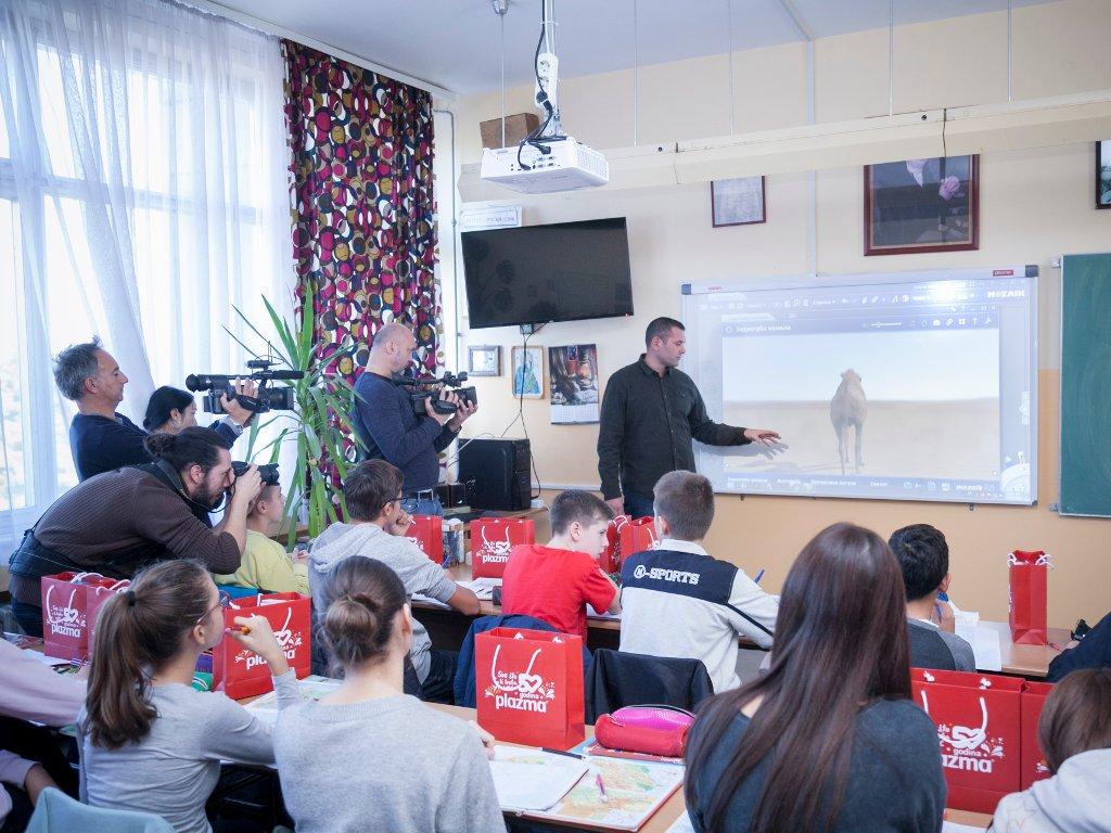 Bambi donirao interaktivne table za 50 osnovnih škola u Srbiji