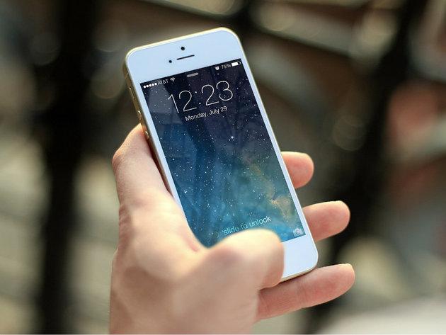 Japanski grad zabranio gledanje u mobilni u hodu