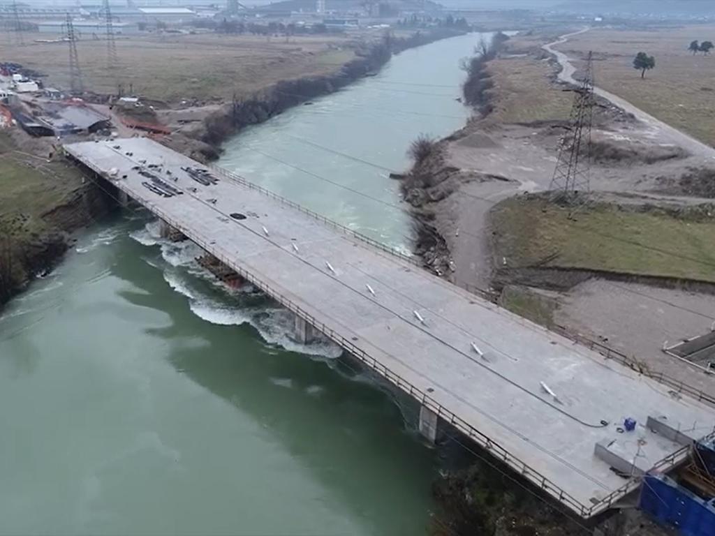 Podgorica uskoro dobija novi simbol grada - Most na Jugozapadnoj obilaznici spojio obale Morače, u toku pripreme za izgradnju pilona (VIDEO)