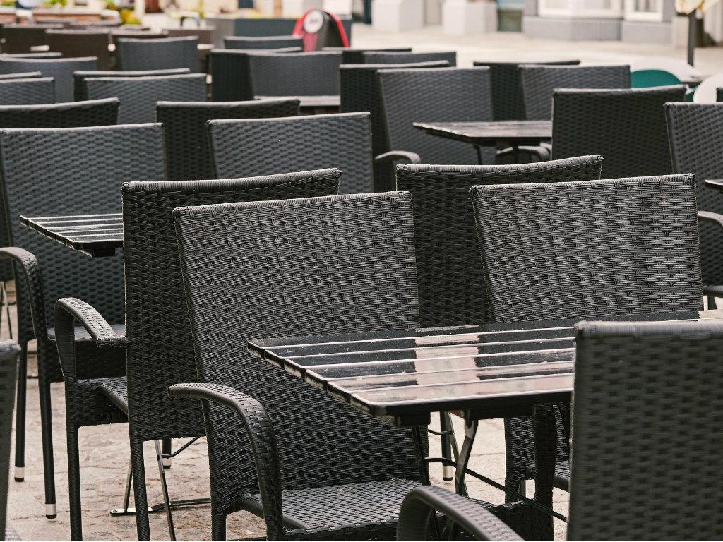 Srpska privreda godinu dana od početka pandemije - Hoteli na izdisaju, velike firme investiraju, male i dalje kubure sa likvidnošću