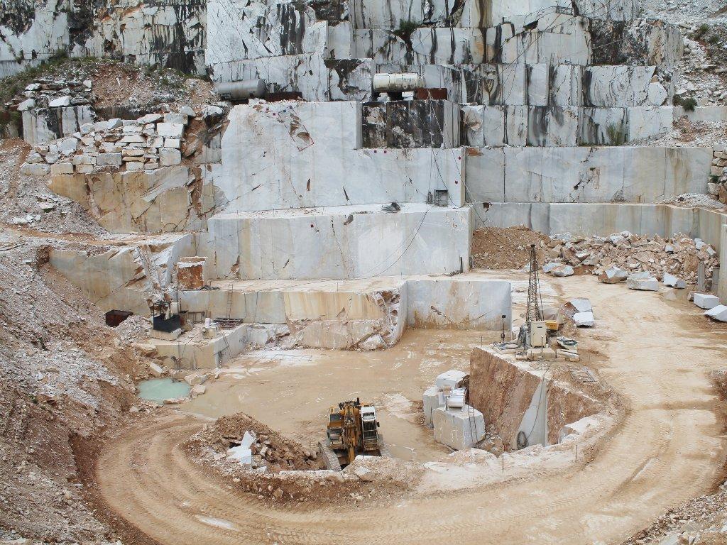 Preduzeću Kobra koncesija za nalazište Jovanovići u Danilovgradu - Planom predviđena godišnja rudarska proizvodnja 900 m3 tomblona i komercijalnog bloka