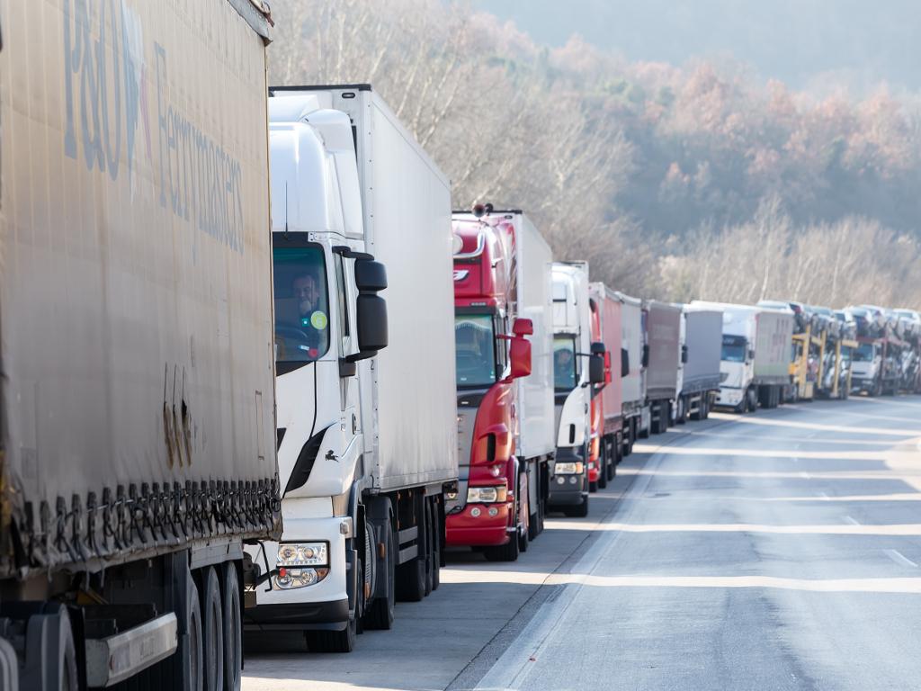 Ukinuta policijska pratnja kamionima u tranzitu kroz Srbiju