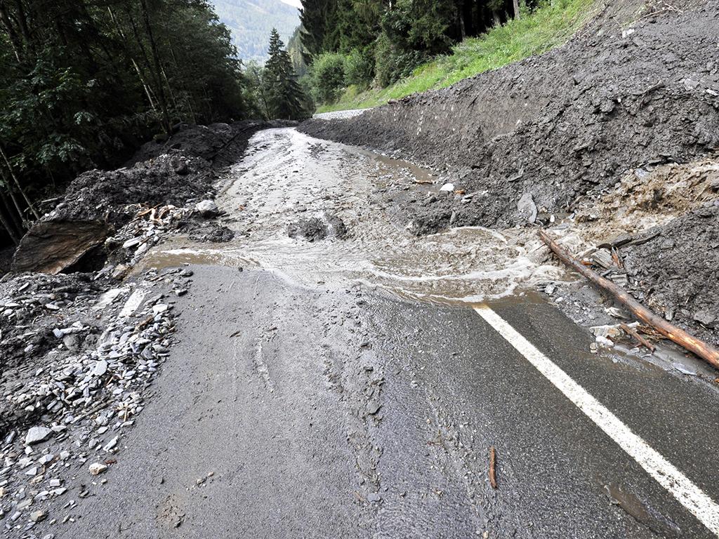 Investiciju od 11 mil EUR guta klizište - Propusti prilikom rekonstrukcije puta preko Police?