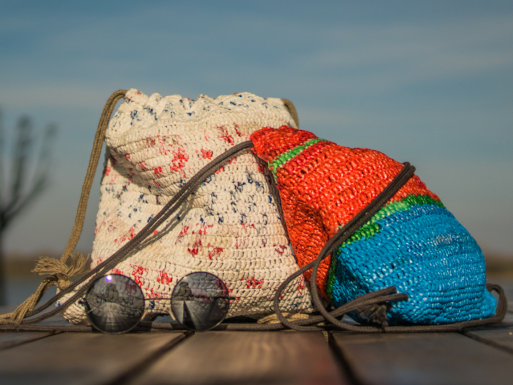 KNIToMANIA u Srbiji - Stariji heklaju torbe od plastičnih kesa, mladi ih prodaju