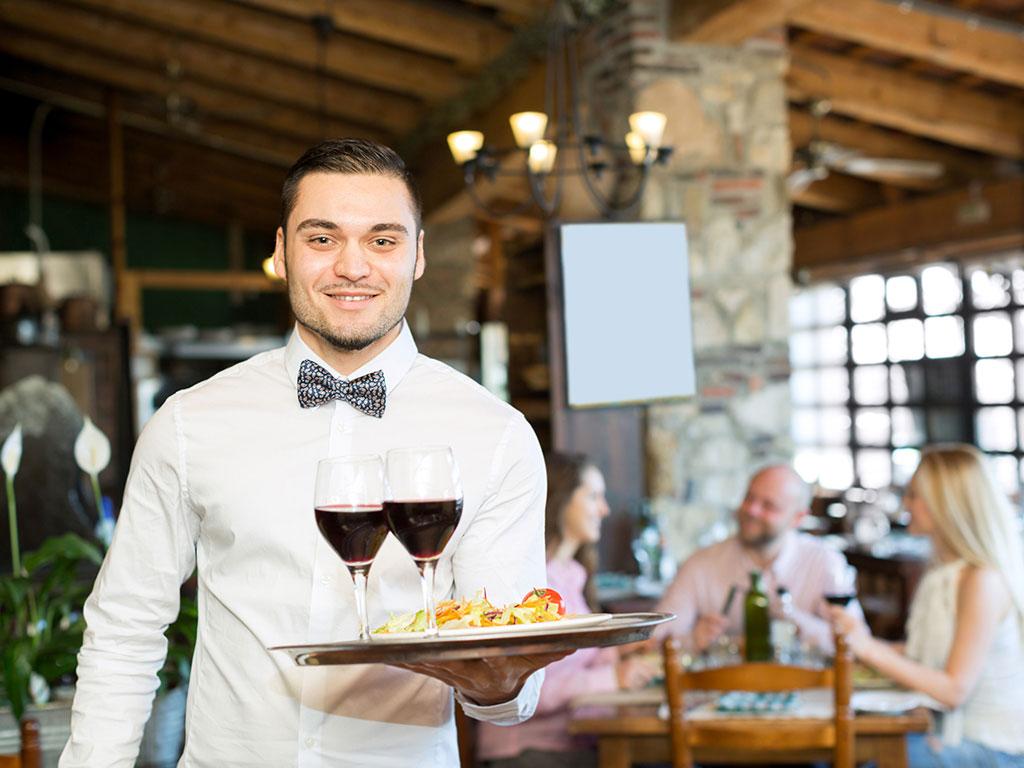 Od 4. maja dozvoljen rad kafićima i restoranima, od 8. maja tržnim centrima - Sredinom meseca startuje i avio-prevoz