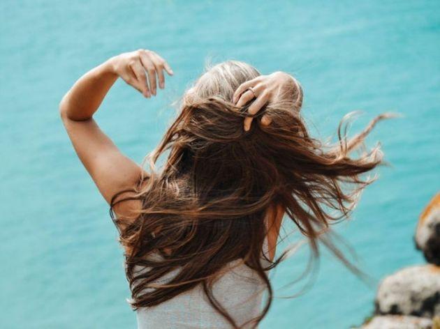 Trikovi koji će vam pomoći da tokom leta imate zdravu kosu