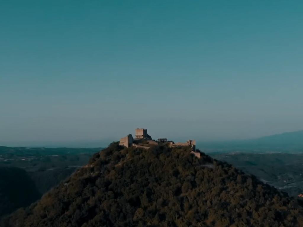 Jerinin grad, Jerinino brdo, pećina  Arheološki lokalitet u srcu Šumadije koji krije vekovne tajne
