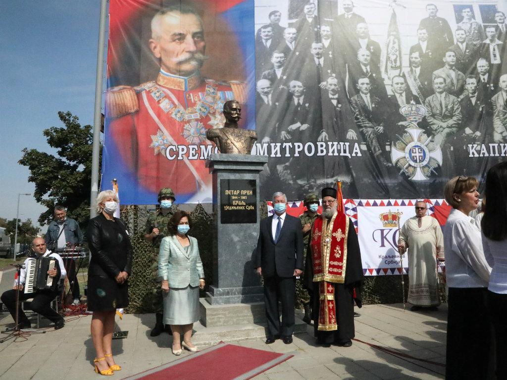 Spomenik kralju Petru krasi plato u Sremskoj Mitrovici