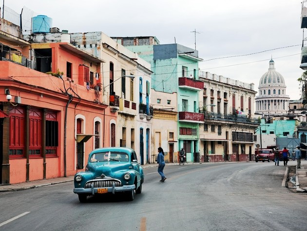Kuba reformiše socijalistički sistem - Smanjuje subvencije građanima, preuređuje valutni kurs i povećava plate