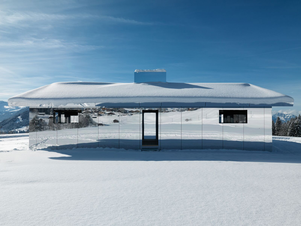 Fascinantna kuća ogledala na Alpima koja reflektuje prirodu (FOTO)