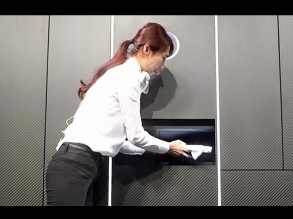 """""""Laundroid"""" - japanska veš mašina koja pere, suši i slaže odjeću"""