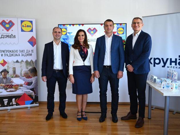 Predstavnici Lidla sa predstavnicima mlekare Kruna
