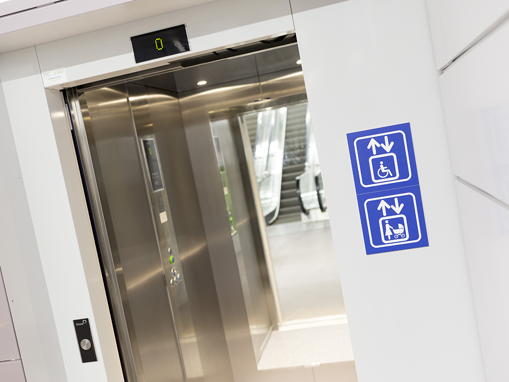 Uskoro liftovi za osobe sa invaliditetom u zgradi Banovine