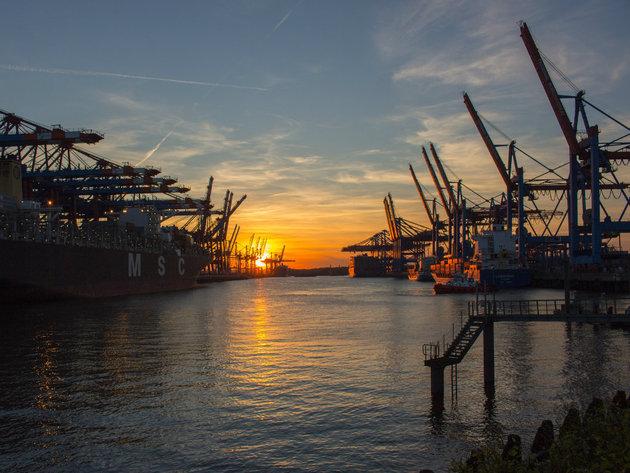 Svetski lanac snabdevanja puca - Stotine brodova zaglavljeno u američkim lukama