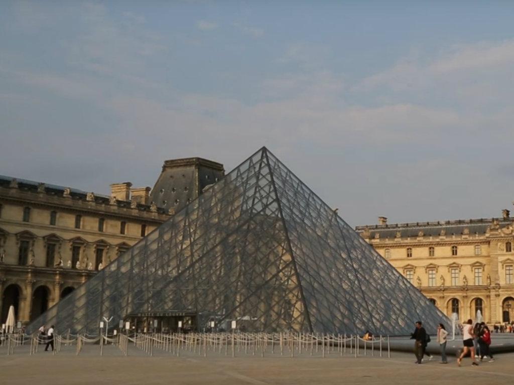 Airbnb nudi noćenje u Luvru povodom 30. rođendana muzeja