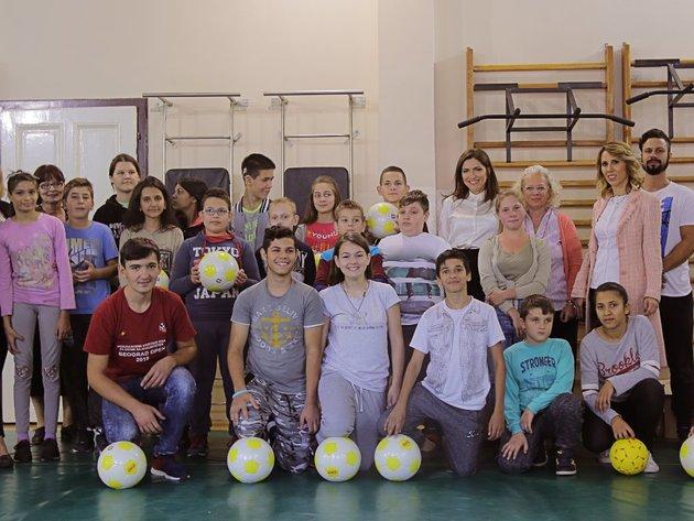 "Marbo Product donirao lopte školi za oštećene sluhom ""Stefan Dečanski"""