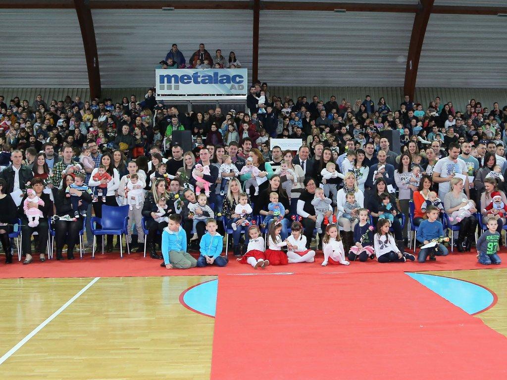 Metalac uručio čestitke vredne 100.000 EUR za bebe zaposlenih