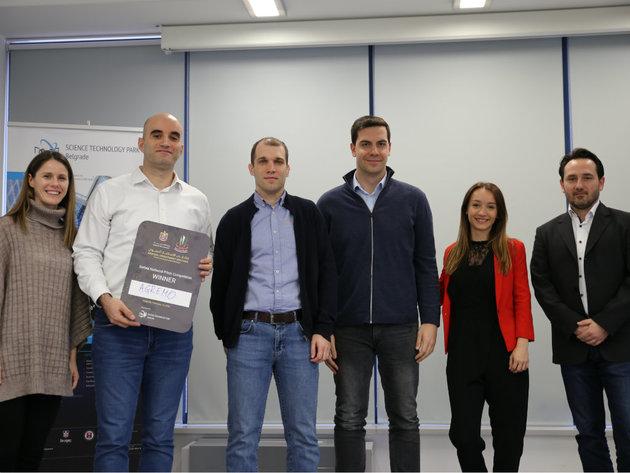 Milan Dobrota, der zweite von links, mit Mitgliedern der Jury und des Forschungs- und Technologieparks