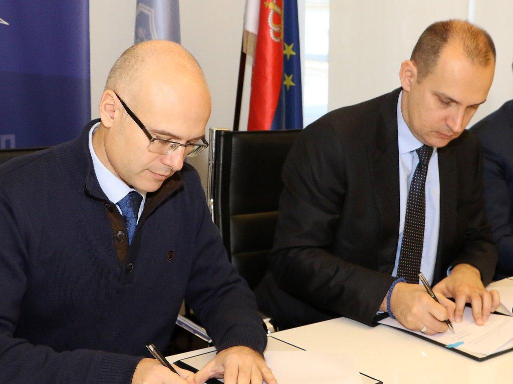 Novi Sad donirao 5 miliona dinara za lečenje dece i mladih u inostranstvu
