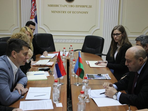 Aserbaidschanische Unternehmen interessiert an verarbeitender Industrie in Serbien