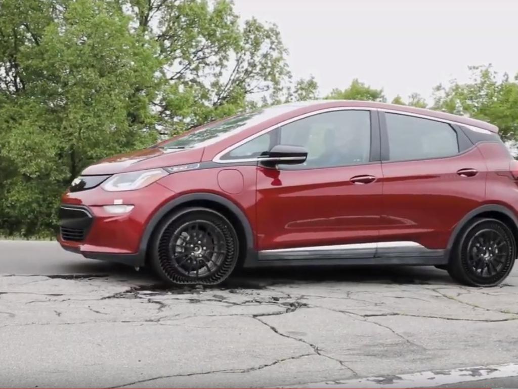 Michelin i General Motors predstavili prototip neprobojne auto-gume bez vazduha (VIDEO)