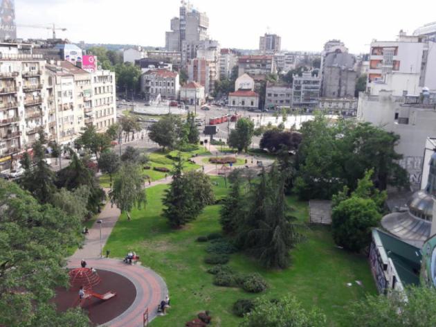 "Park ""Miticeva rupa"", Blick von der Njegoseva-Straße"