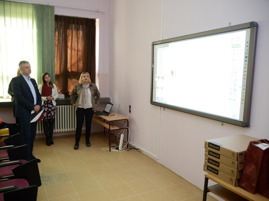 MK Group opremila računarski kabinet škole u Vrbasu