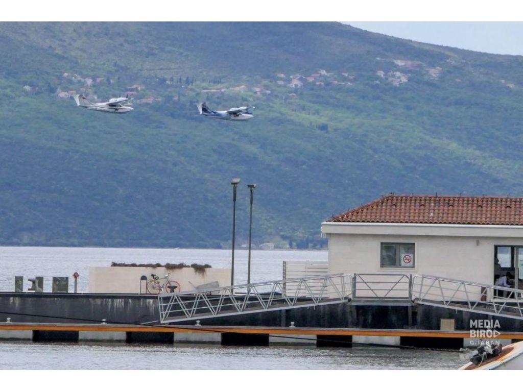 Preletom aviona s Aerodroma Tivat iznad Porto Montenegra počela prva Međunarodna Hidro avio regata Montadria 2021 (FOTO)