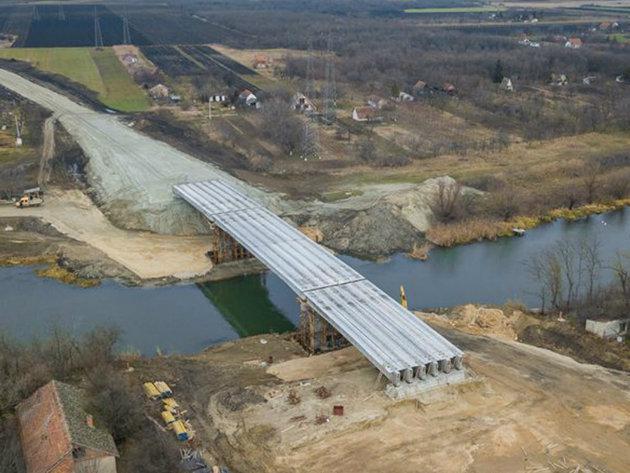 Gradnja mosta na Begeju