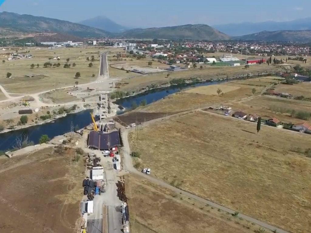 Uskoro postavljanje čelične konstrukcije na novom pješačkom mostu na Morači - Završetak radova do septembra 2021.