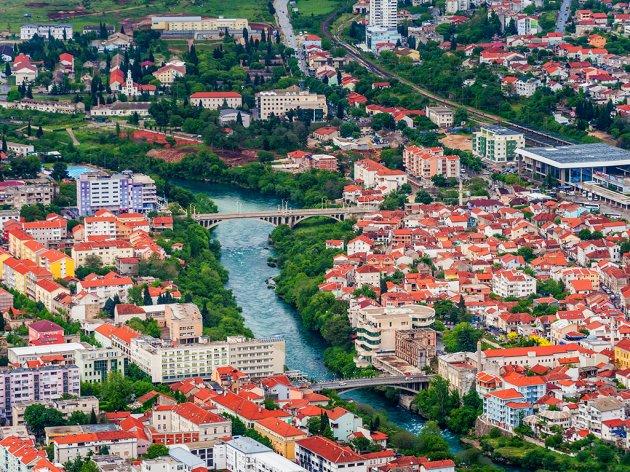 U Mostaru se nastavljaja izgradna novog mosta na Radobolji - U planu i obnova pješačkog mosta i uređenje korita i obale