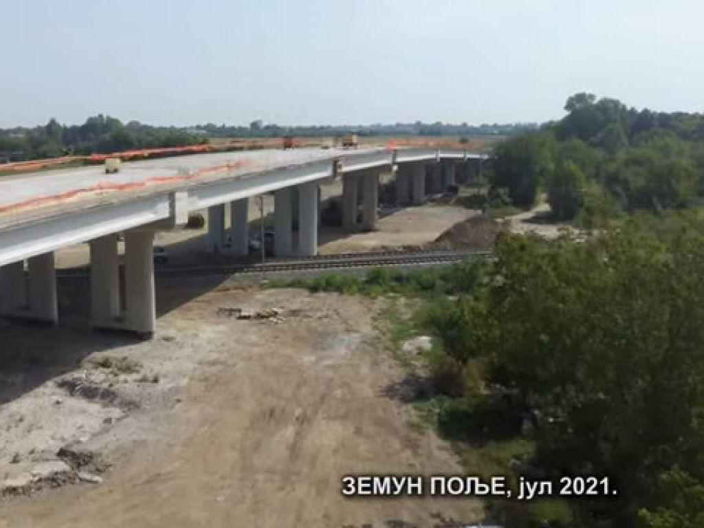 Umesto putnih prelaza niču tri nadvožnjaka na brzoj pruzi Beograd-Stara Pazova - Pogledajte kako teku radovi (VIDEO)