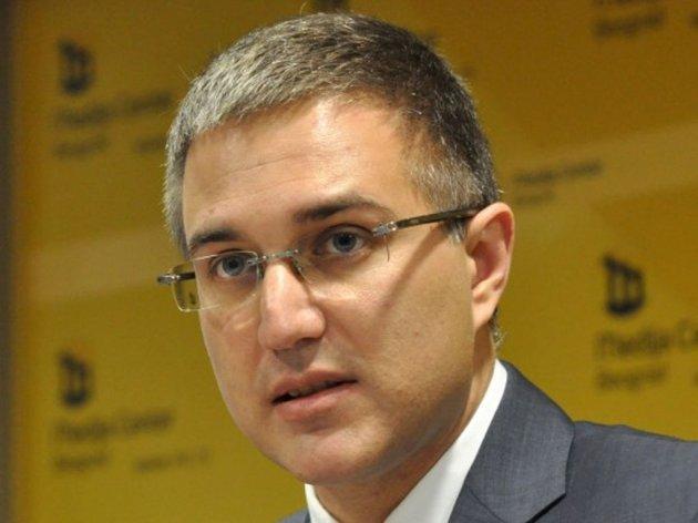 Nebojša Stefanović, ministar odbrane - Biografija