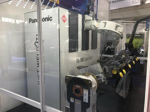 Neminik iz Beograda proizvodi naprednu opremu za zavarivanje - Robot Panasonic TS 950 SuperFast predstavljen na Sajmu tehnike