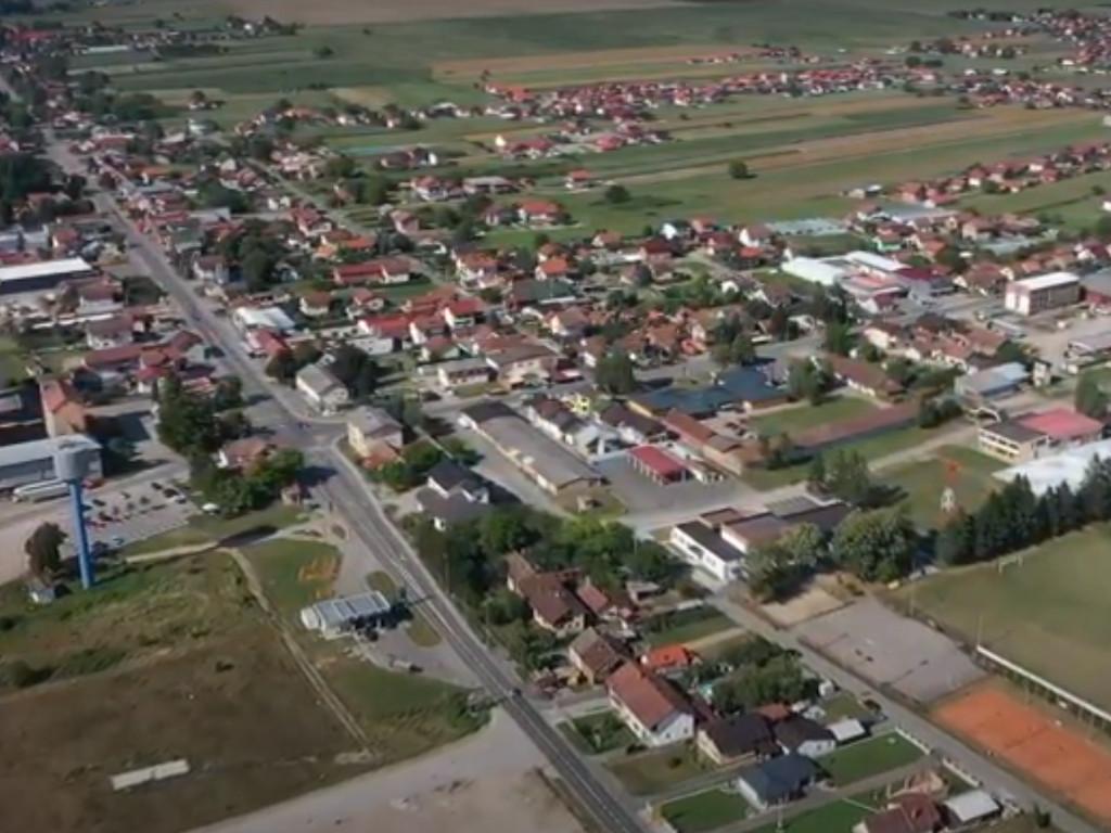 Nova Topola dobija konture malog grada - Gradi se dom kulture, trg, fabrike, kružni tokovi... (VIDEO)
