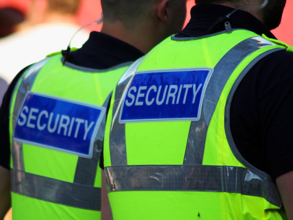 Novi pravilnik omogućava da službenik obezbeđenja upotrebi biber sprej