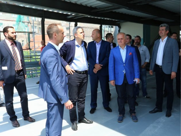 Belgrade officials visiting Obilicev Venac garage
