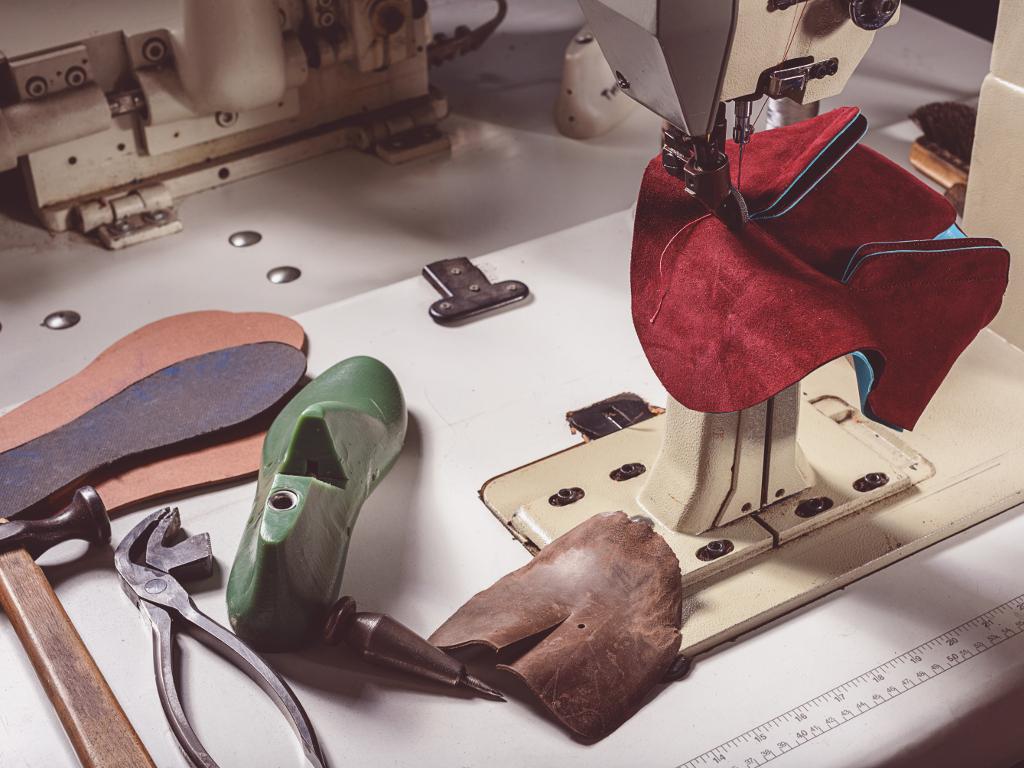 Država prodaje mašine i opremu za proizvodnju obuće i plastike