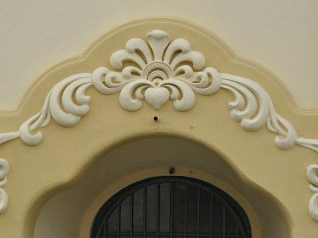 Ornament iznad glavnog ulaza u palatu