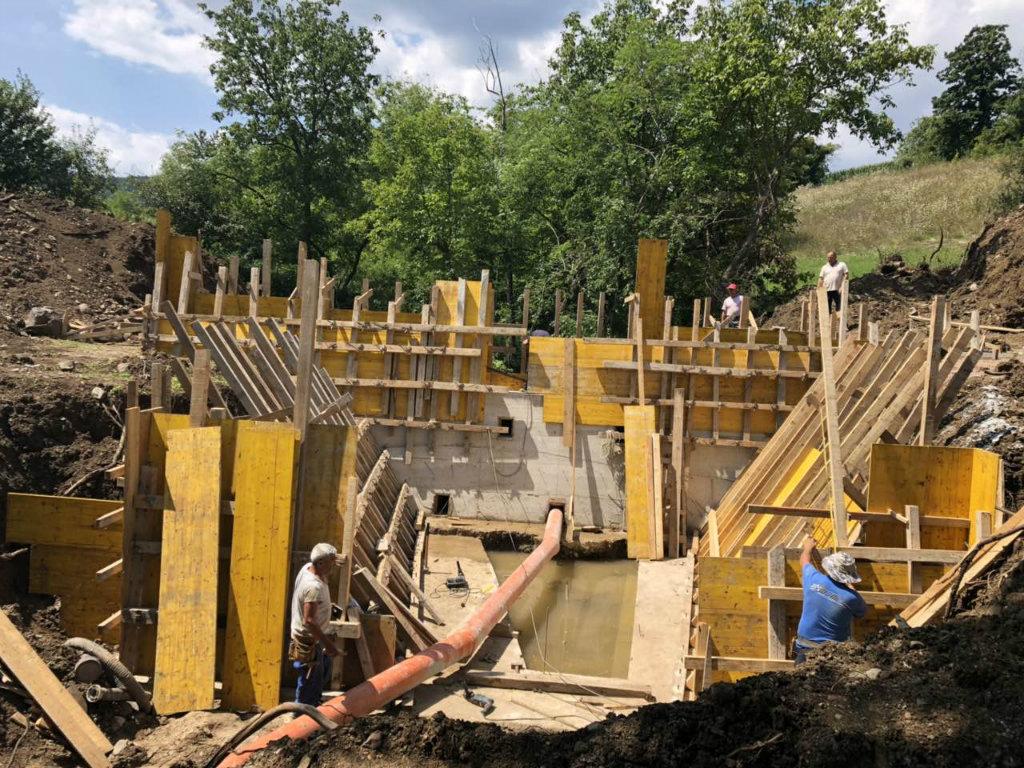 Grade se regulacioni objekti na Osnićkoj reci kod Boljevca - Zaštita naselja i oranica od poplava (FOTO)