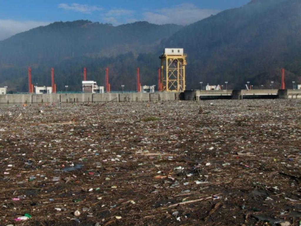 Plutajući otpad prijeti da ugrozi proizvodnju hidroelektrane Višegrad