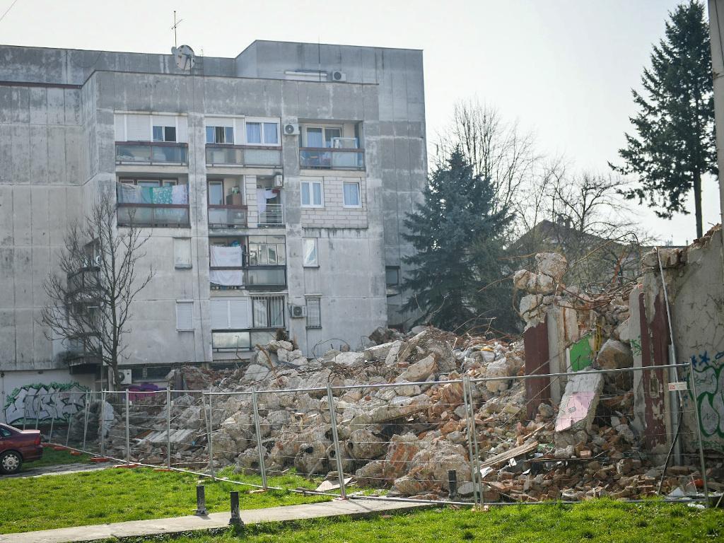 Počinje uklanjanje građevinskog otpada sa lokacije bivšeg kina Kozara u Banjaluci