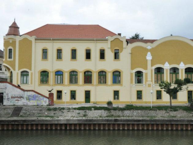 Fasada prema Begeju
