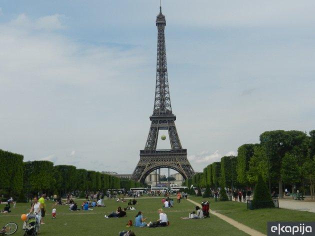 Eiffelturm bekommt Schutzmauer aus Glas