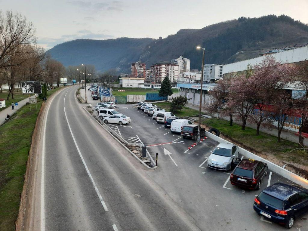 Zvornik dobija parking servis - Do kraja 2023. neophodno da u gradu bude oko 600 parking mjesta